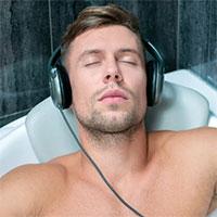 Vì sao bạn nên nghe nhạc trong khi tắm?