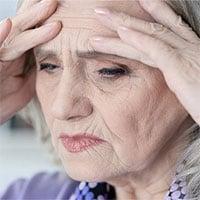 Vì sao càng già con người càng nhanh mệt mỏi?