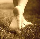 Vì sao đi chân trần tốt cho sức khỏe?
