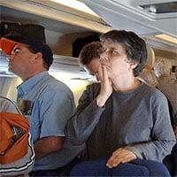 Vì sao hành khách không được xuống máy bay ngay sau khi hạ cánh?