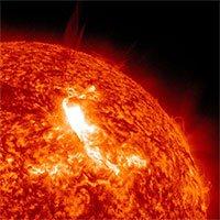 Vì sao Mặt Trời toả ra hơi nóng khủng khiếp nhưng không gian vũ trụ vẫn lạnh?