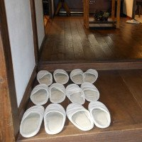 Vì sao người Nhật Bản, Hàn Quốc... luôn cởi giày trước khi vào cửa?
