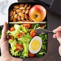 Vì sao Pháp cấm người lao động ăn trưa trên bàn làm việc?