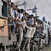 Vì sao tàu hỏa ở Ấn Độ thường đông nghẹt người?