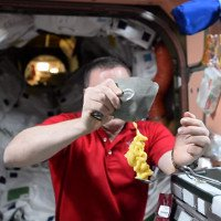 Video: Ăn uống ngoài vũ trụ - khó nhưng vui đừng hỏi