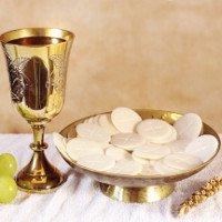 Video: Bánh Thánh nhỏ chất lỏng đỏ như máu trong nhà thờ Nam Mỹ