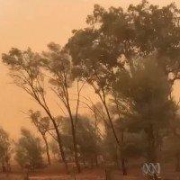 Video: Bão bụi nhuộm cam thị trấn Australia