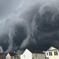 Video: Đám mây cuộn trào như sóng thần nuốt chửng thị trấn Mỹ