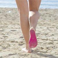 Video: Đế dán giúp loại bỏ giày, dép khỏi chân người