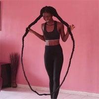 Video: Nhảy dây bằng mái tóc siêu dài, cô gái trẻ lập kỷ lục thế giới