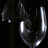 Video quay chậm: Cận cảnh hình ảnh ly rượu vỡ ở tốc độ siêu chậm, lên tới 187.000 khung hình/giây