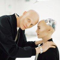 Video: Robot Sophia đối thoại thông minh với chính cha đẻ của mình