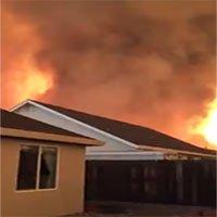 Vòi rồng lửa cao gần 600m quét qua thị trấn Mỹ