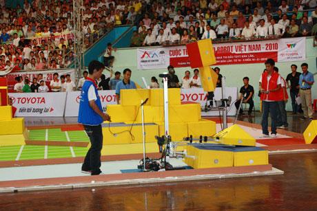 Vòng chung kết Robocon khởi đầu quyết liệt