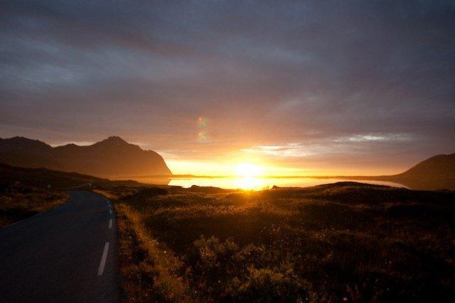 Vùng đất kỳ lạ nơi Mặt trời mọc lúc nửa đêm